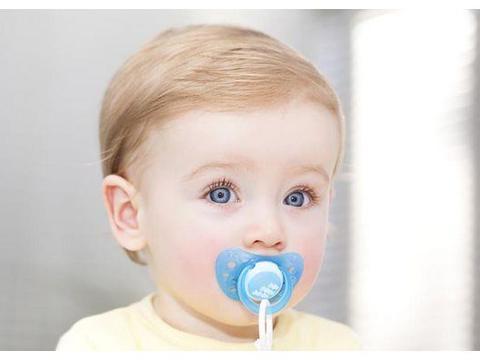 安抚奶嘴使用备受争议,婴幼儿究竟能不能用?利弊应该先了解