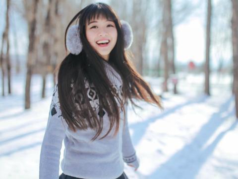 摄影分享:气质清纯美女雪地玩耍写真
