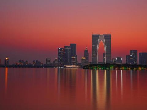 江南四大名城,江苏就占了三座,每座城市都有一座湖