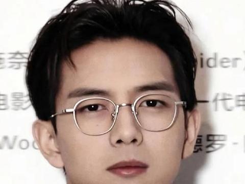 """以为李现戴眼镜够帅了,看到""""肖战""""的金丝眼镜后"""