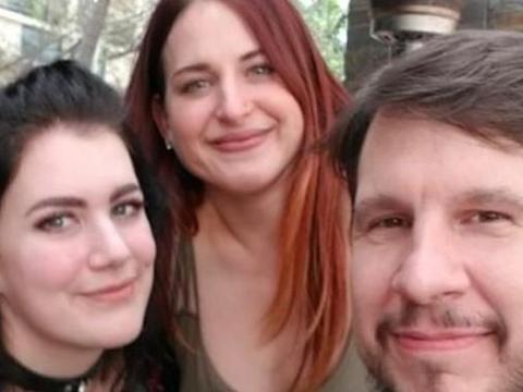美国19岁女孩恋上一对情侣现3人一起生活,称希望与他们共度余生