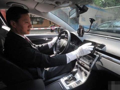 全球最会赚钱的司机,收入比舒马赫还高2千万,豪车多到让人羡慕