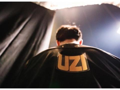 "UZI全明星在线拉票,发推献""飞吻"",网友评论区却一片恶臭"