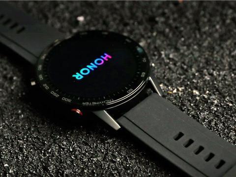 荣耀手表真机照流出,对刚小米Watch,圆形表盘不跟风