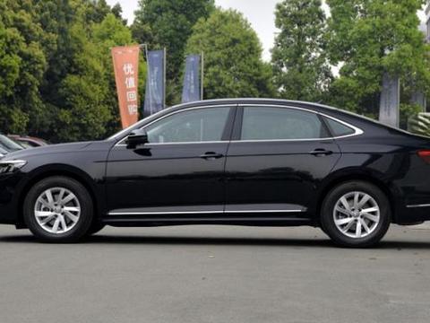 这款B级车最高降8.9万,月销两万+,网友:闭着眼都不会选错