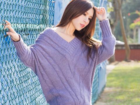 摄影分享:气质清纯少女图片,蓝色毛衣甜美可爱