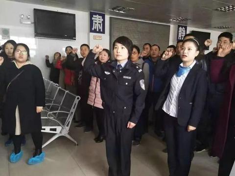 汉滨公安交警组织初领证驾驶人开展文明交通宣誓活动