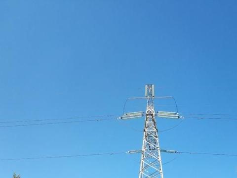 周末徒步活动,我们走进昆明安宁,感受工业城市里的蓝天,甚美