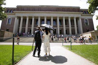 哈佛招生歧视亚裔案,时隔一年后宣判,哈佛为什么会胜诉?