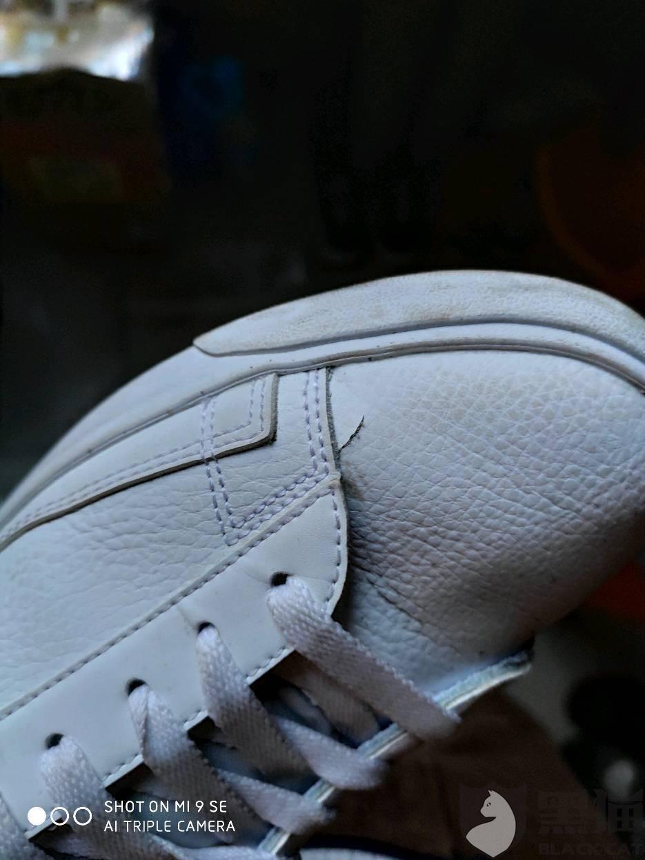 黑猫投诉:在毒买耐克的鞋子 不到两个月坏了 不给退也不给换