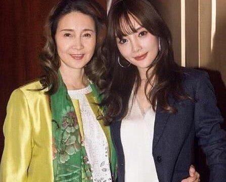 李小璐妈妈罕见更新动态 点赞粉丝团力挺女儿言论