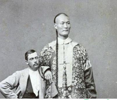 清朝第一巨人詹世钗,身高3米,娶英国妻子,如今子女现状如何?