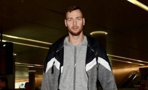 莫蒂尤纳斯:曾收到NBA球队报价,但不想只在场边鼓掌