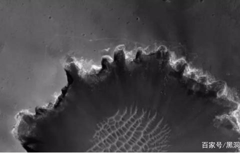在沉默的前4天,机遇号火星车传回一张画面异常清晰全景图