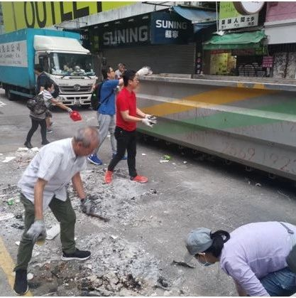 黑色恐怖下的香港 这样暖心的一幕幕越来越多