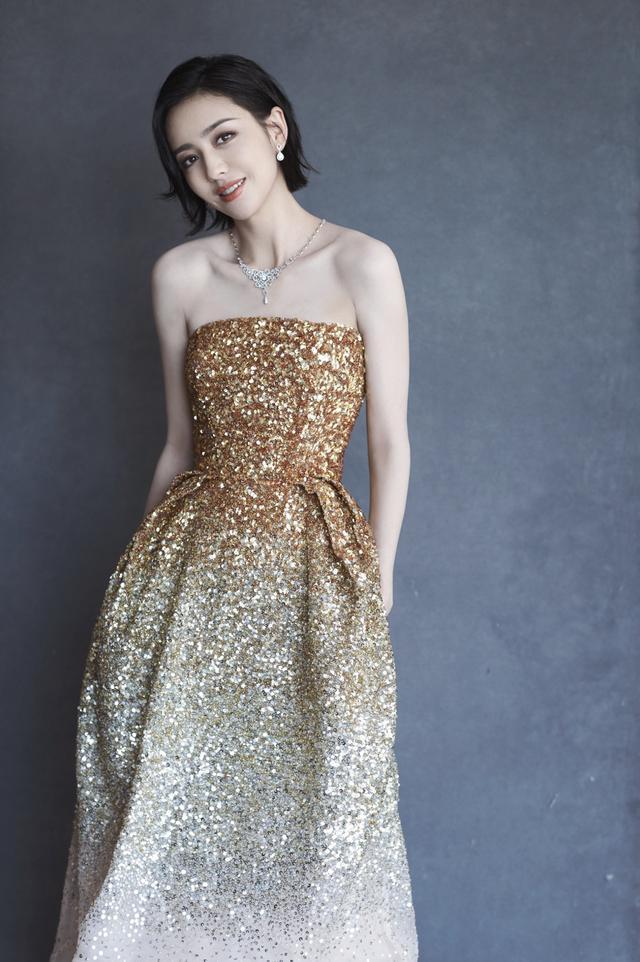 金鸡百花电影节开幕式女星造型:周冬雨像拍婚纱,张雪迎穿露背装
