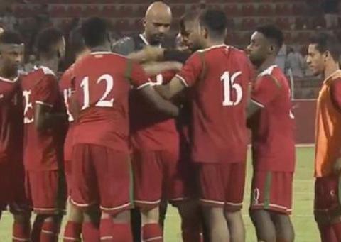 一场1-0让世预赛最强小组第2榜首易主,5战拿到12分,球员哭了