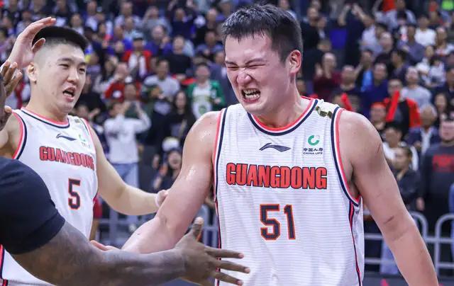 新疆男篮在最后十秒落后一分时,他们为何不采用犯规战术?