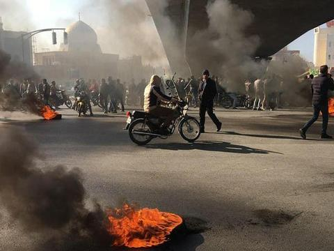 伊朗记者称3200示威者伤亡,伊朗革命卫队称坚决予以镇压暴力行为