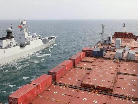 重大突破,中国海军首次给民船加装模块化航行横向补给系统