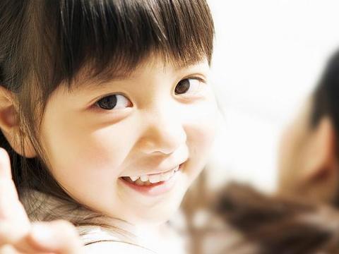 小孩子的这些行为习惯那是极好滴,发育得很好,也挺聪明