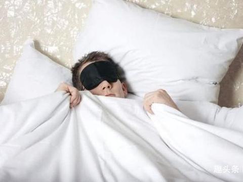 为何在宾馆睡觉要打开厕所灯?宾馆服务员透露背后猫腻,尽早知道