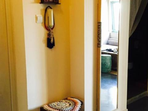 """新房交由婆婆装,不买沙发用""""砖""""砌,孔雀山水画,让我哭笑不得"""