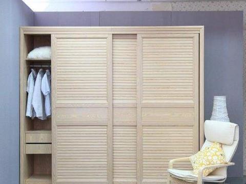 越来越多人家里不买衣柜了,年轻人更喜欢这样打造,实用又美观