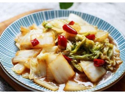 大白菜热量低,更是身体灭火器,临近立冬多吃几次,排毒还防便秘