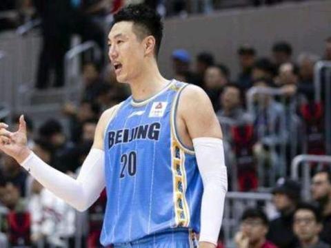 北京队捍卫王者荣耀!翟晓川20+8+5居功至伟,赢球奖拿到手软!