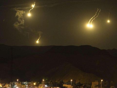 以色列战机释放电子干扰突然袭击,叙防空立功,大部分炮弹被拦截