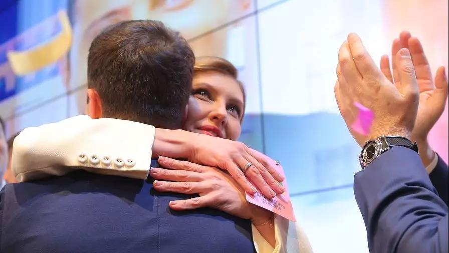 乌第一夫人吐槽:丈夫竞选总统一事,我是从网上知道的