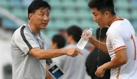 国足惨遭外媒嘲讽,足协主席陈戌源道破青训弊端,改革势在必行!