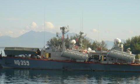 """越南海军""""黄蜂Ⅱ""""型导弹艇为50年前古董,但是保养的 却很好"""