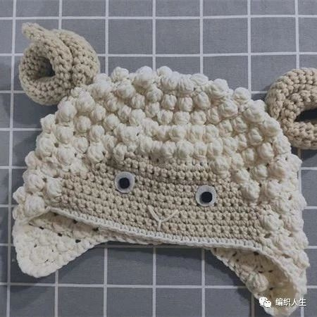 公益编织:有趣可爱的儿童钩针卷卷羊护耳帽(有编织说明)