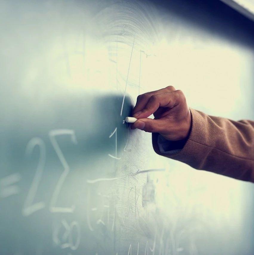 【荐读】中学招9名老师,6人来自北大清华,大多还是博士…