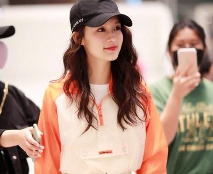 热衷戴棒球帽的女明星们,李沁吴宣仪冯若航又酷又美