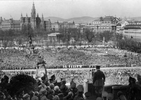 老照片:二战前奥地利是被德国悍然吞并,还是欢欣鼓舞被合并?