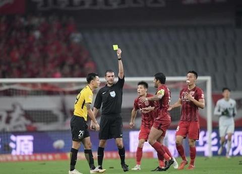 恒大上港争冠大战主裁曝光:曾吹掉两队4个进球,郜林被撞遭无视