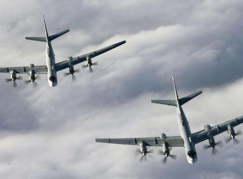 日本新天皇登基,俄罗斯送来一份大礼,两架核轰炸机直接逼近