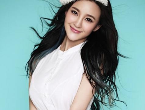 刘雨欣撞色甜美写真,俏皮似花甜美可爱