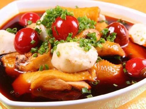 简单几个步骤,做出来的芋儿鸡却叫人吃不够,鲜香麻辣,太享受!