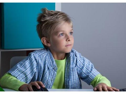 孩子近视不只因为看手机,这5种原因都会影响视力,家长务必注意