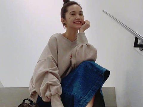 """天冷""""李太太""""是这么穿的,凉鞋里穿豆腐袜,能引爆11月潮流"""