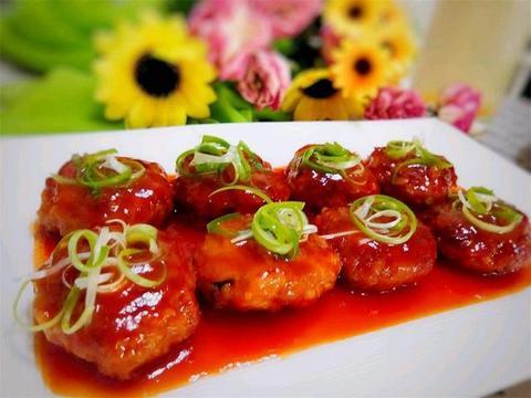"""分享一道特色菜""""南煎丸子"""",口感香嫩,外酥里嫩,做法简单易学"""