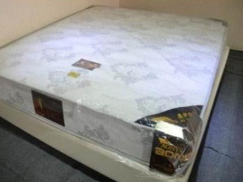 卧室床垫上的塑料膜要不要撕掉?好多人不懂,身体越住越差