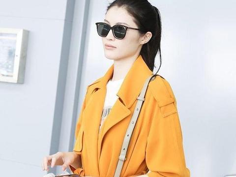孙俪穿橙色风衣撞上何穗,明明身高差13cm,但却比超模更时髦!