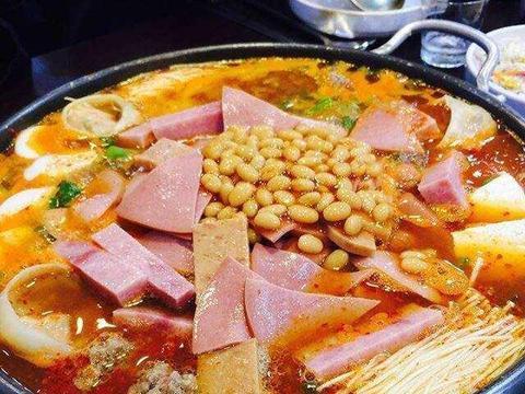 几分钟就可以完成的部队火锅,让人食欲大开,汤浓味美,方法简单