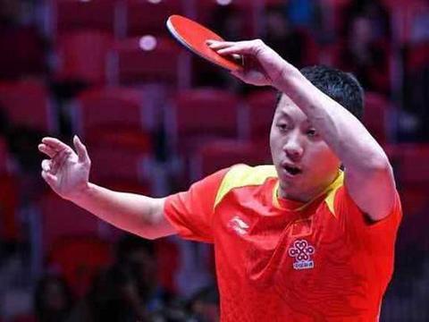 感动!T2钻石乒乓赛中国香港选手受伤,国乒医疗组迅速上前治疗