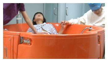 水中分娩的谢依霖,时隔11个月怀上二胎,你了解水中分娩吗?